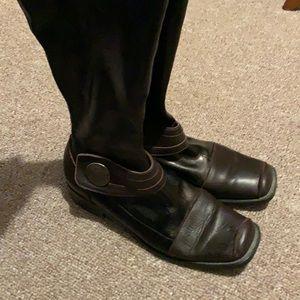 Beautiful Italian leather fashion boots with elastic calf